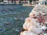 Hafeneinfahrt mit Steinpackung