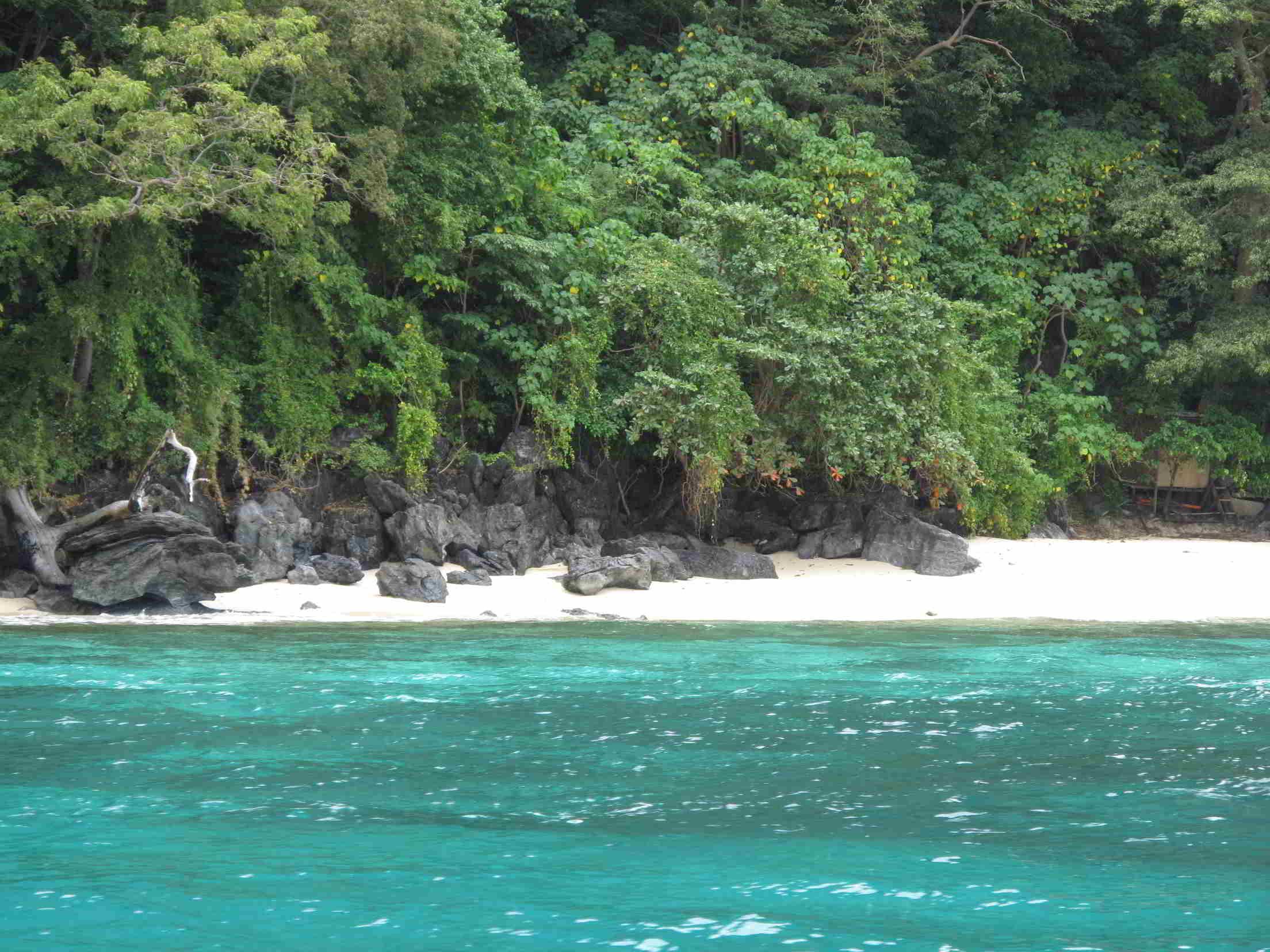 Palawan Traumstrand mit grün blauem Wasser